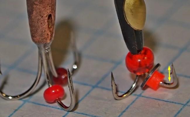 навесные украшения чертика не должны закрывать крючки