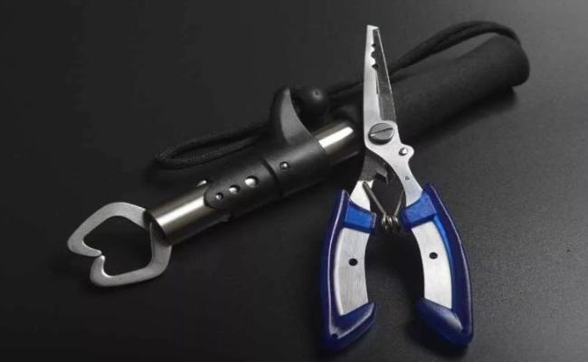набор рыболовных инструментов подарить рыбаку